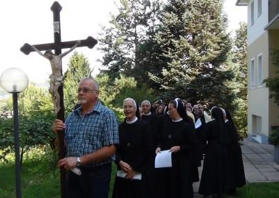Erste Profess von Schwestern Elisabeth und Bernadette und 50. Jubiläum von Sr. Ksenija  - Feierliche Prozession Eingang am 15.08.2013 in Graz