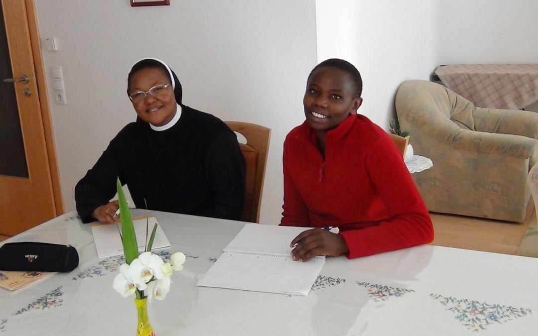 Schwester Bernadette führte ein Interview mit der Kandidatin Violet