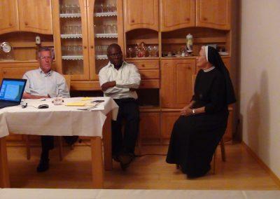 v.l. ehemaliger Pfarrer Klotz von Königsbrunn, Sr. Mirjam mit dem mitgereisten Architekt aus Haiti